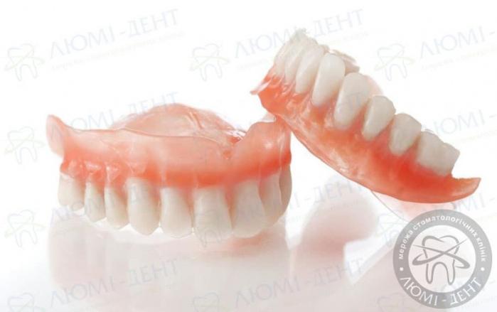акриловый зубной протез фото ЛюмиДент