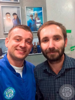 Доктор клиники Люми-Дент Мастеров Д.В. с пациентом