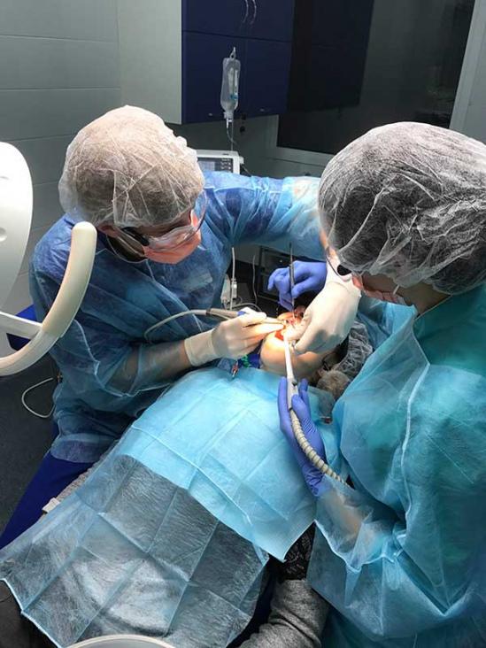 Лазерна імплантація зубів фото Люмі-Дент