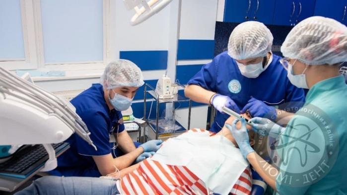 Дентальная імплантація зубів фото Люмі-Дент