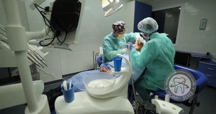 Консультація по імплантації зубів фото Люмі-Дент