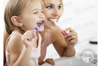 чистити зуби фото ЛюміДент