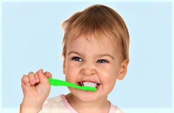 Чистка зубов у детей - стоматология Люми-Дент в Киеве