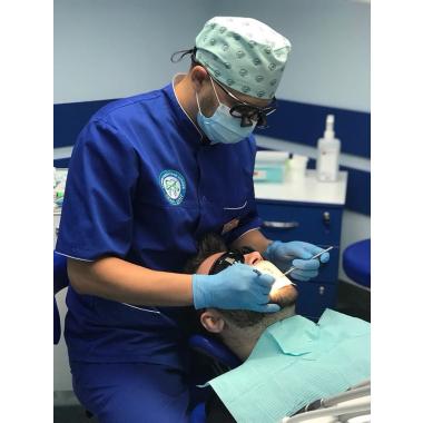 фото в работе стоматолог ортопед Бобровицкий Евгений Николаевич Киев Люми-Дент