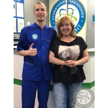 Фото с врачом Яковишен Валентин Николаевич улыбки клиентов