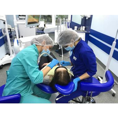 Фото с врачом Симончук Оксана Витальевна Зубной гигиенист Киев Люми-Дент