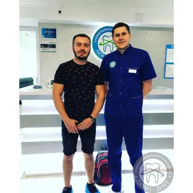 Фото с врачом Курочкин С.И. Киев Люми-Дент Пациент